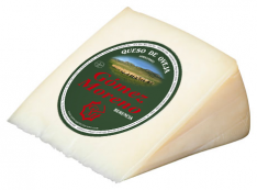 Medium artisanal semicured cheese wedge Gómez Moreno