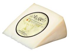 Semicured DO Manchego cheese wedge Carpuela